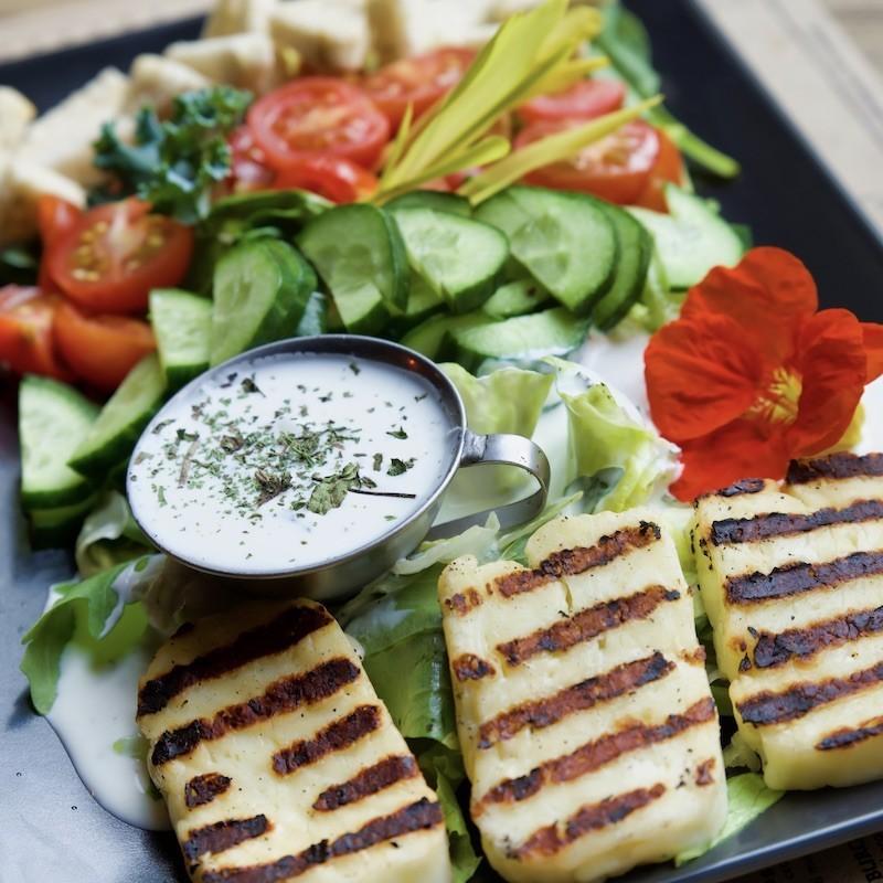 Halloumi salad (400 g)
