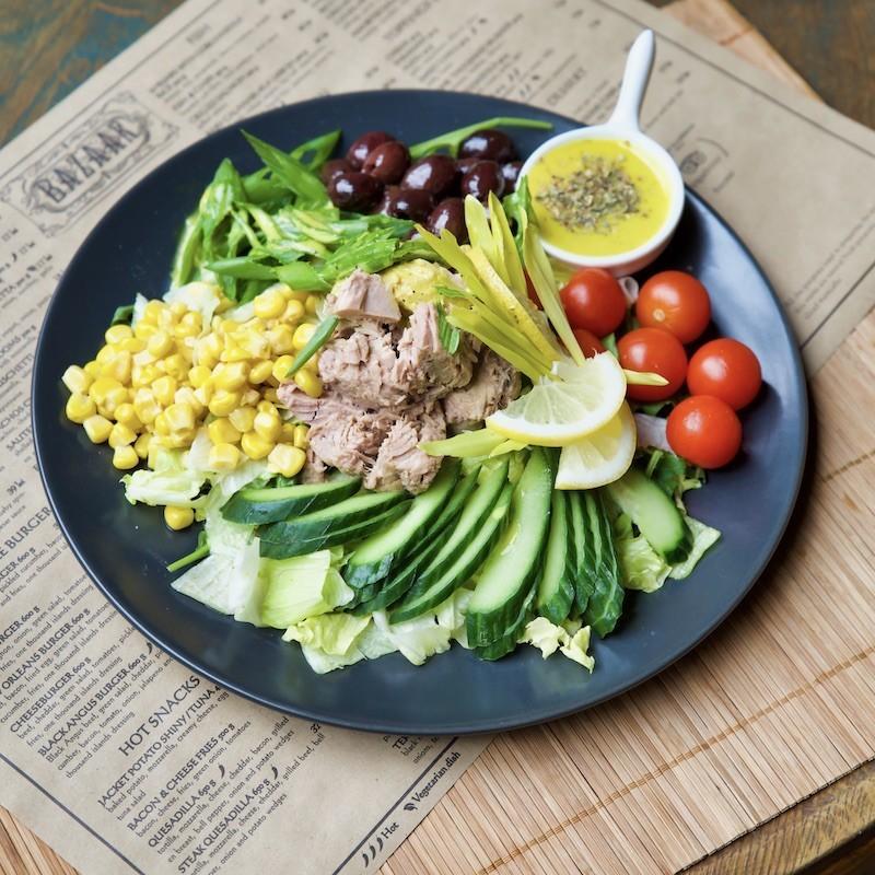 Salata cu ton si dressing...